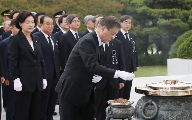 「문재인 현충일 2019」の画像検索結果